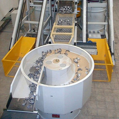 Corn cob abrasive granulates for the vibratory finishing and sifting